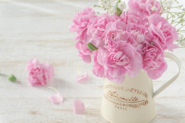 花瓶は100均!ガラスのものや一輪挿し
