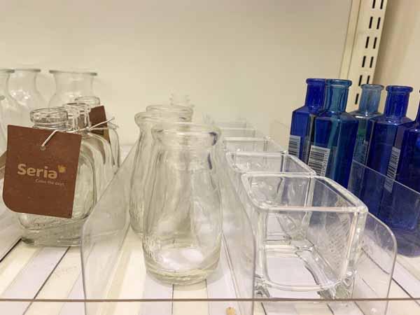 花瓶は100均。ガラスのものや一輪挿しなど